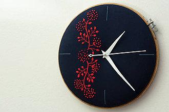 Hodiny - Passion, ručne vyšívané nástenné hodiny - 6324321_