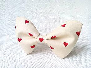 Náhrdelníky - Valentine bow tie (cream/red hearts) - 6325262_