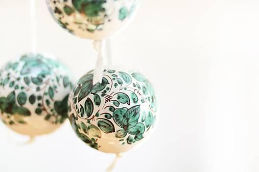Zelené dekoračné gule