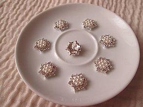 """Galantéria - Ozdoba, """"perličková kvetinka"""", strieborná farba, 17mm / kus. - 6328404_"""