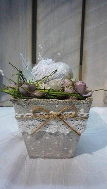 Dekorácie - Kraslica vo vintage črepníčku II. - 6350909_