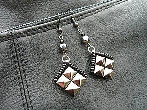 Náušnice - Náušnice ROCK pyramid ANTRACIT mini - 6358911_