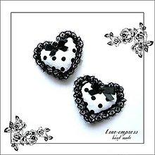 Dekorácie - Čierno-biele bodkované srdiečko-dekorácia - 6360952_