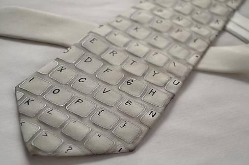 Kravata s klávesnicí