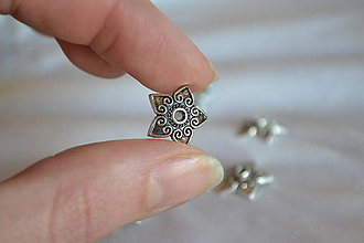 Komponenty - Kaplik kvet starostrieborný, 13mm, 0.10€/ks - 6373367_