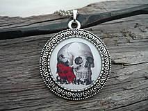 Náhrdelníky - Náhrdelník Skull and Red Roses+ náušničky jako dárek - 6382580_