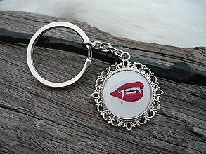 Kľúčenky - ZĽAVA - VÝPREDAJ :) Kľúčenka Vampire Kiss - 6382267_