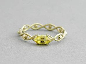 Prstene - 585/14k zlaty prsteň s prírodným žltým zafírom - 6397409_