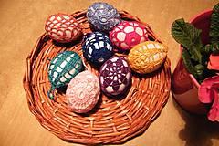 Dekorácie - Veľkonočné biele vajíčka vo farebnej čipke - 6400227_