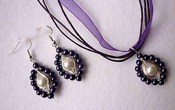 Sady šperkov - Fialovo-biele náušničky s príveskom - 6408892_