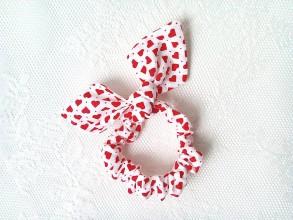 Ozdoby do vlasov - Mini scrunchie (white/red hearts) - 6417194_