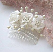 Ozdoby do vlasov - Biele ružičky - hrebienok (svadobný) - 6418757_