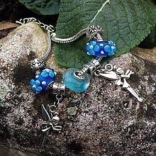 Náramky - Náramek z vinutek modrý s andílky - 6427766_