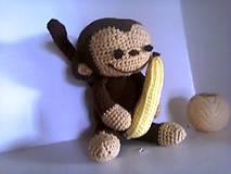 Háčkovaná opica s banánom