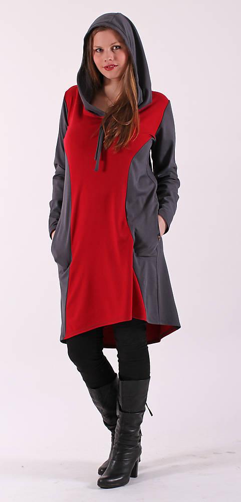Šedé šaty s červenou vsadkou a kapucí   ladeesse - SAShE.sk ... 2709c93d40