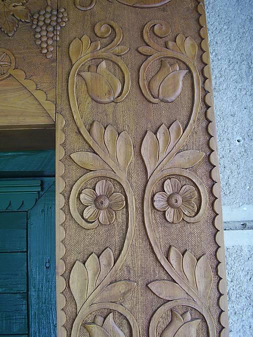 Drevené obloženie dverí
