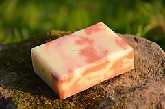 Drogéria - Ľúbava, PríRODné mydlo s lupienkami ruže, ružovým a bielym ílom, jemne pílingové - 6449964_