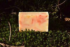 Drogéria - Ľúbava, PríRODné mydlo s lupienkami ruže, ružovým a bielym ílom, jemne pílingové - 6449969_