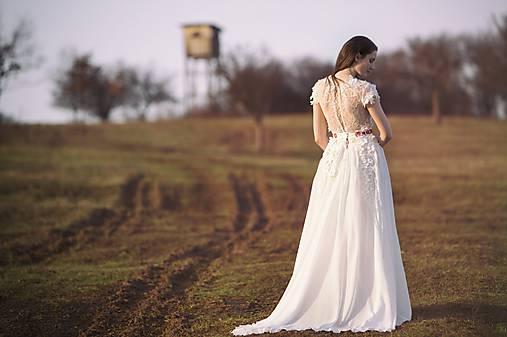 48ca993bfeb7 Bohémske svadobné šaty