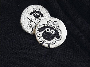Odznaky/Brošne - Brošňa z kože - Ovečka - 6463285_