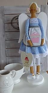 Bábiky - Modrá na drevenom podstavci - 6463318_