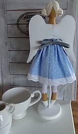 Bábiky - Modrá na drevenom podstavci - 6463326_