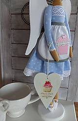 Bábiky - Modrá na drevenom podstavci - 6463327_