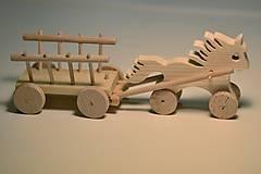 Hračky - Klub Detskej Nádeje: Drevený koník s vozíkom - 6469380_