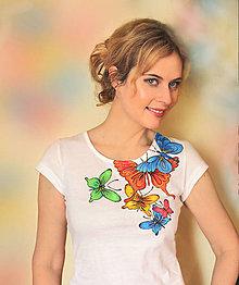 Tričká - Maľované motýle na tričku... - 6482763_