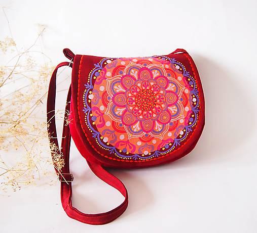 Malá malinová kabelka s farebnou mandalou   DARTASKA - SAShE.sk ... 0d9688bd04b