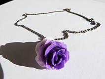 Náhrdelníky - Fialová ruža prívesok - 6489767_