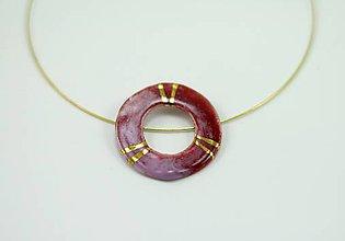 Náhrdelníky - Náhrdelník vínovo-červený kruh / zlato - 6492782_