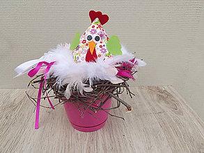 Dekorácie - sliepka v prútenom hniezde ružová - 6496738_