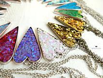 Náhrdelníky - Živicový náhrdelník srdce podľa vlastného výberu - 6509386_