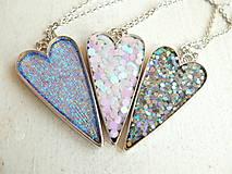 Náhrdelníky - Živicový náhrdelník srdce podľa vlastného výberu - 6509387_