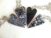 Náhrdelníky - Živicový náhrdelník srdce podľa vlastného výberu - 6509389_