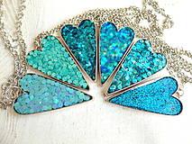 Náhrdelníky - Živicový náhrdelník srdce podľa vlastného výberu - 6509390_