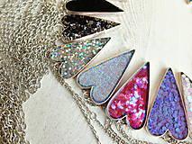 Náhrdelníky - Živicový náhrdelník srdce podľa vlastného výberu - 6509395_