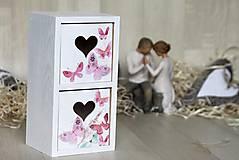 Krabičky - HM - regálik so srdiečkami - 6513214_