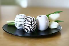 Dekorácie - set 3 vajíčok - svietnik, váza, korenička I. - 6514103_