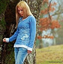 Tričká - Dámske tričko s bielymi lemami, šité a maľované NEBESKÉ - 6513897_