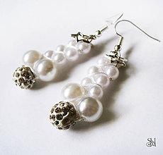 Náušnice - Biele perlové náušnice - 6521052_