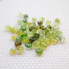 Minerály - zelený turmalín, 3 x 2 mm - 6521894_
