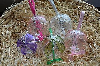 Dekorácie - Kraslica zo skla - motýlik vo viac farebnom prevedení - 6519856_