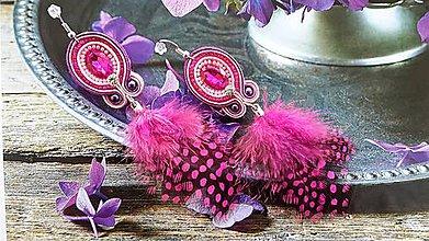 Náušnice - ružové náušnice s pierkami - 6526175_