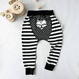 Detské oblečenie - Tepláky (čierne pruhovano-bodkované) - 6530607_