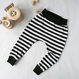 Detské oblečenie - Tepláky (čierne pruhovano-bodkované) - 6530608_