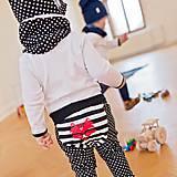 Detské oblečenie - Tepláky (čierne bodkovano-pruhované) - 6530625_