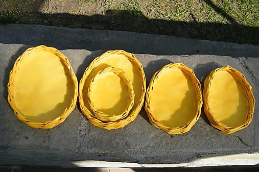 Žlté vajíčkové podnosy