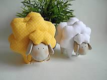 Dekorácie - Veľkonočná ovečka-yellow dots&white - 6542985_